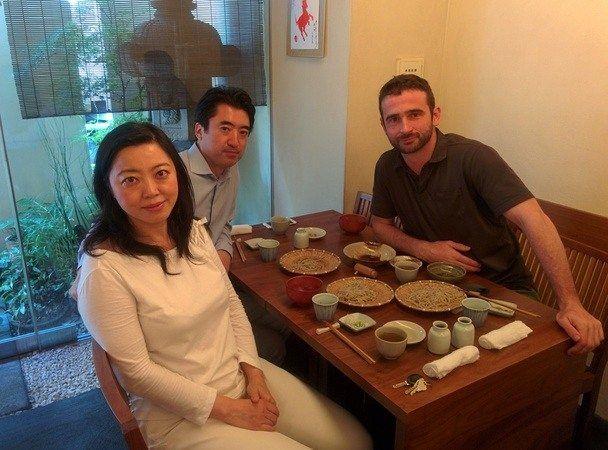 Comida con amigos japoneses