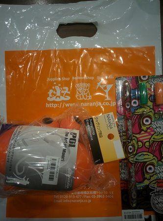 Compras en Naranja, tienda de malabares en Tokyo