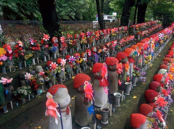Parque con estatuas homenaje a los niños no natos en Tokyo