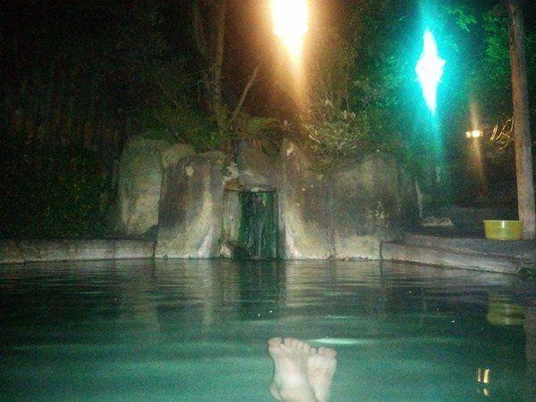 Onsen por la noche en hotel de Kusatsu