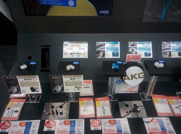 Auriculares para probar en centro comercial japonés