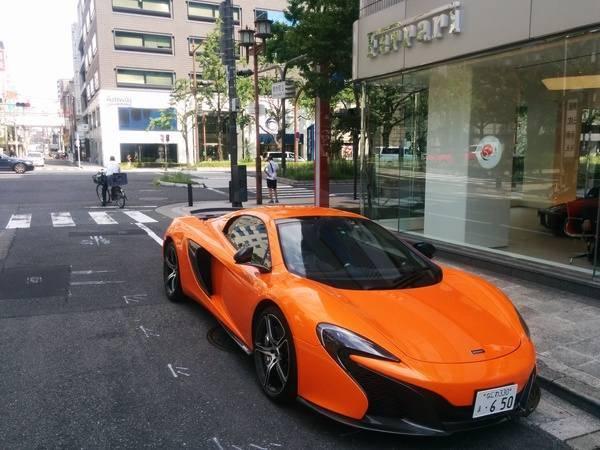 Tienda Ferrari en Osaka