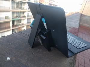Ordenador portatil hecho con raspberry pi - vista trasera